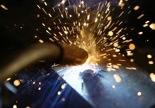 Как сварочные брызги влияют на горелки для MIG сварки?