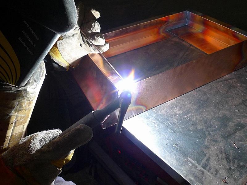 Как полярность при сварке цветных металлов вляет на качество сварного шва?