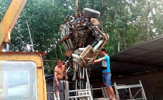 Сварщик создал автобота в натуральную величину для сына